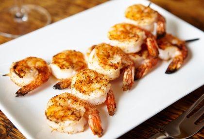 Brochettes de crevettes au piment d 39 espelette bipertegia for Idee entree froide originale